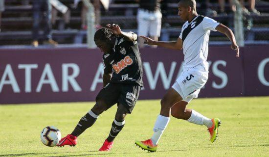 f2709bc7b00e2 Atlético-MG bobeia e deixa escapar vitória na estreia da Libertadores
